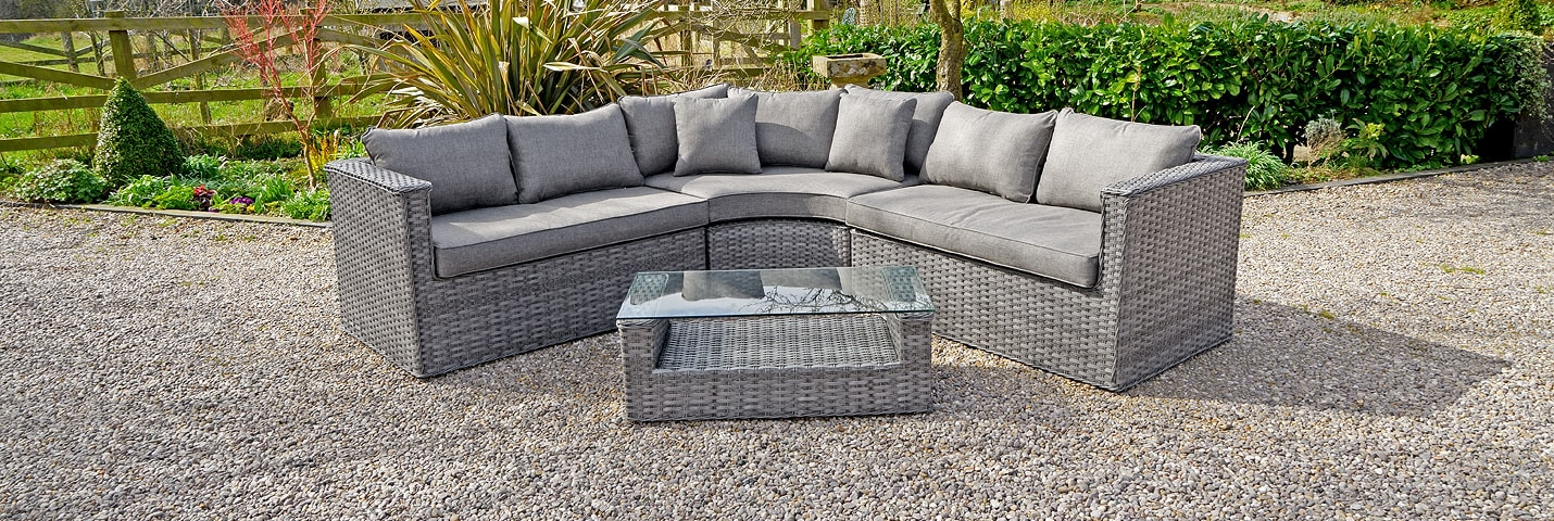 DINE OUTDOORS IN COMFORT. SEE OUR OUTDOOR DINING SETS